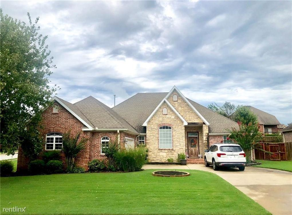 5205 South 43rd Street, Rogers, AR - 2,100 USD/ month