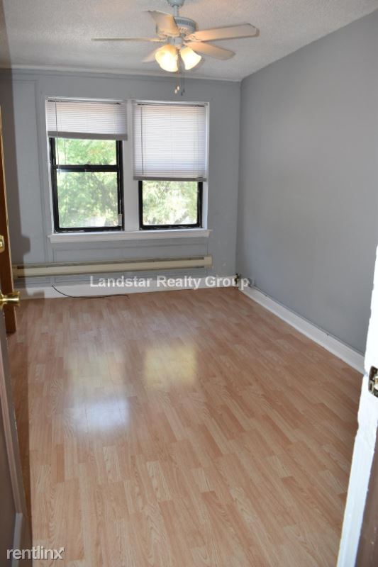 4735 N Beacon St 214, Chicago, IL - 700 USD/ month