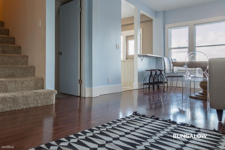 6006 5th Ave NE, Seattle, WA - 695 USD/ month