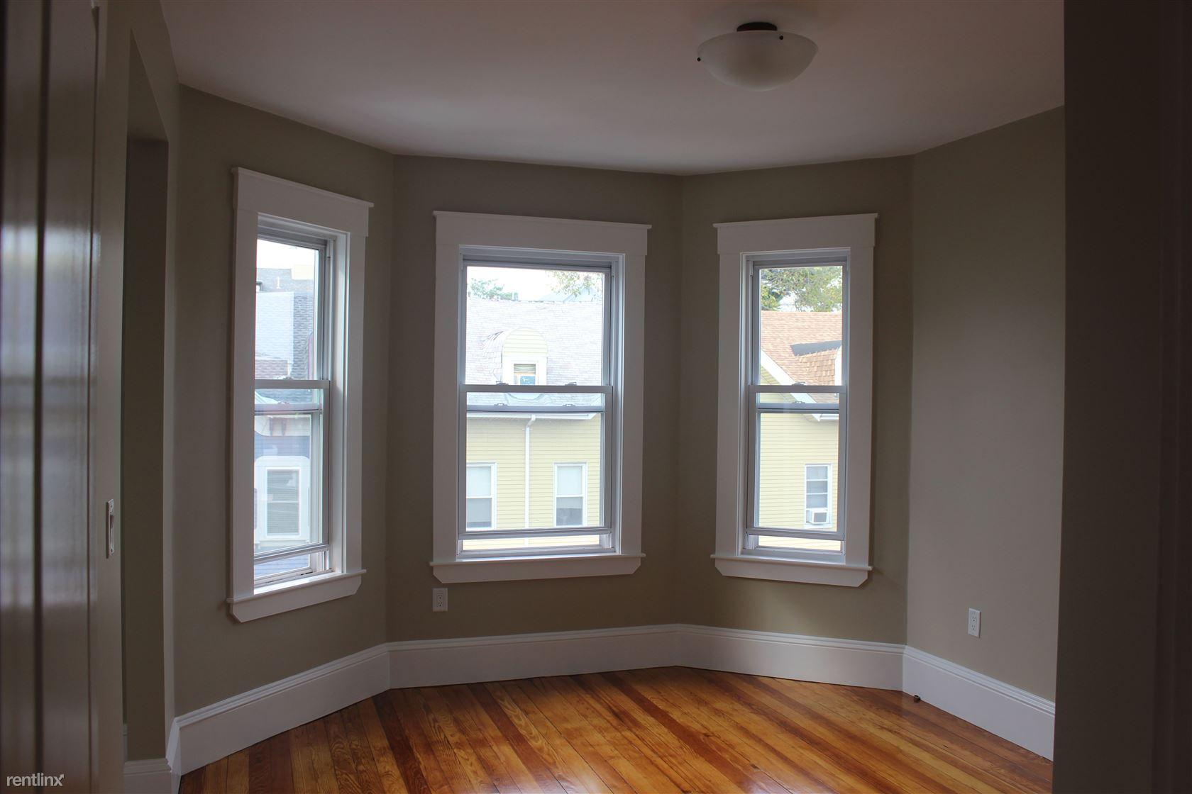 175 Princeton Street, Boston, MA - 785 USD/ month