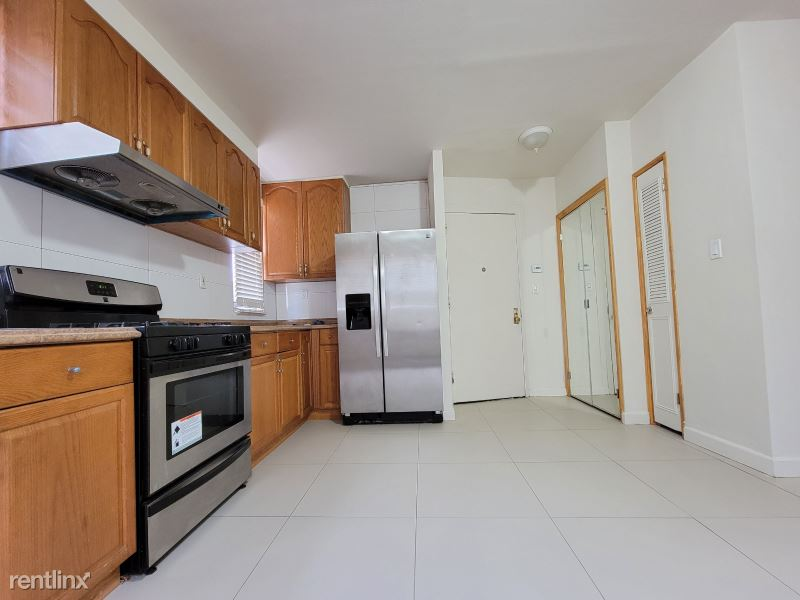 214th Pl, Bayside, NY - 2,450 USD/ month