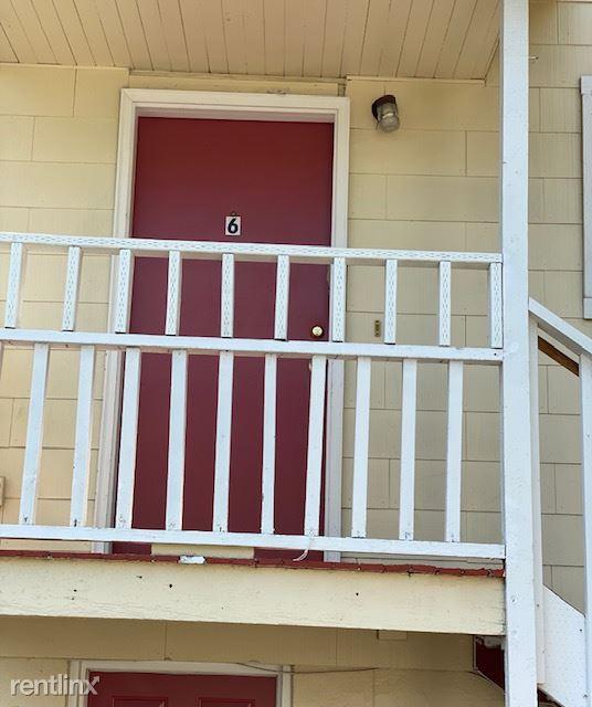 4226 7th Ave NE, Seattle, WA - 930 USD/ month