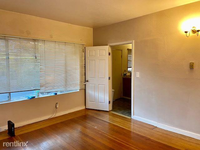 4226 7th Ave NE, Seattle, WA - 850 USD/ month
