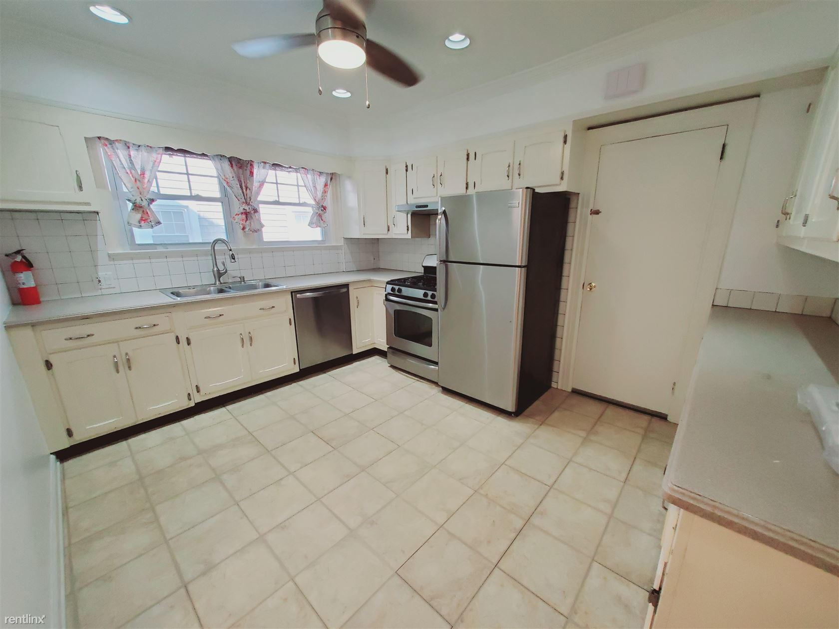 43 Mohegan Ave, Stamford, CT - 2,999 USD/ month
