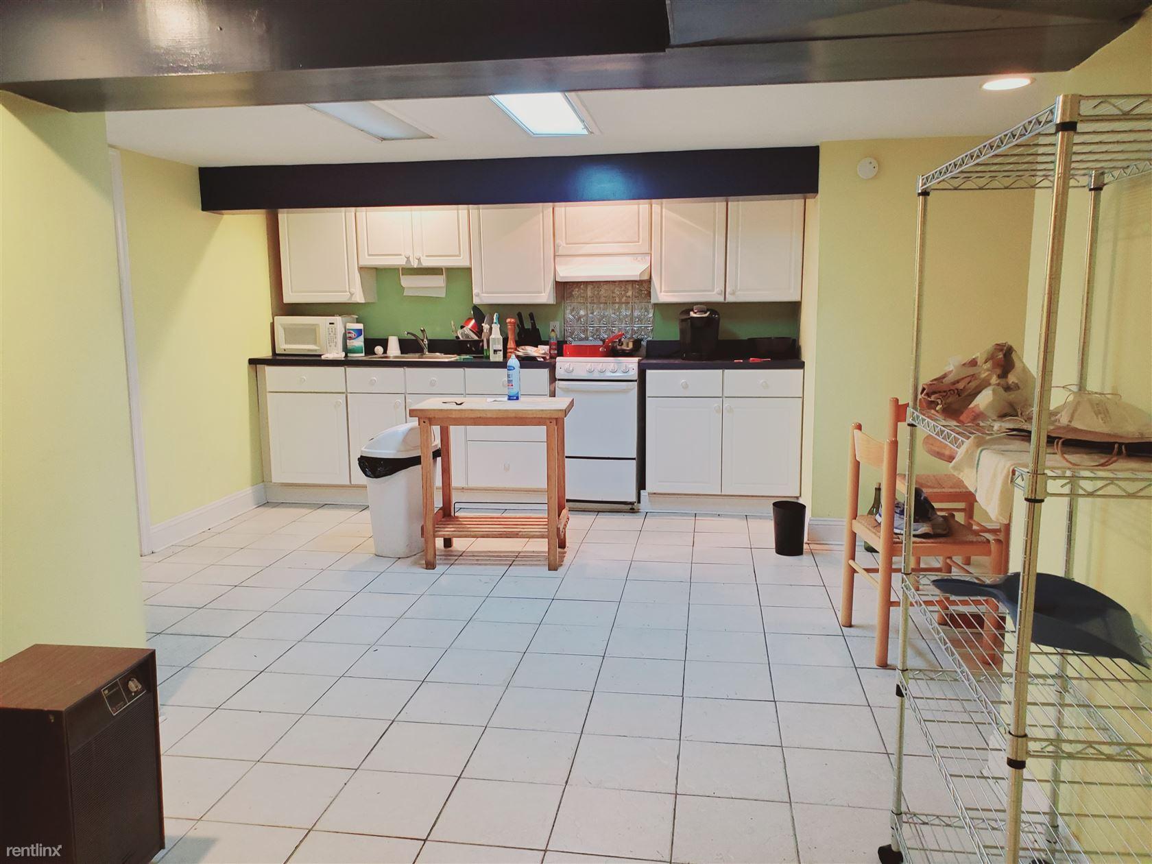 82 Archer Ln, Stamford, CT - 1,300 USD/ month