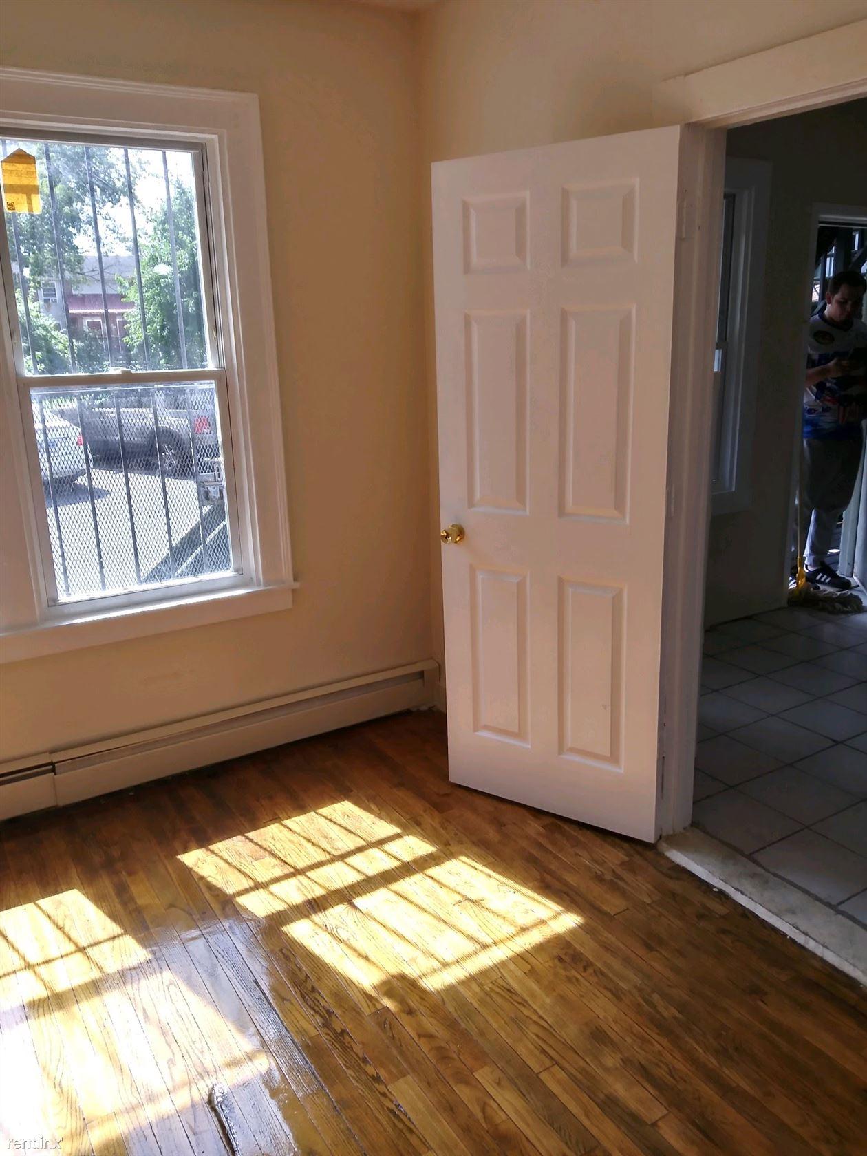 137 Nelson St, Hartford, CT - 950 USD/ month