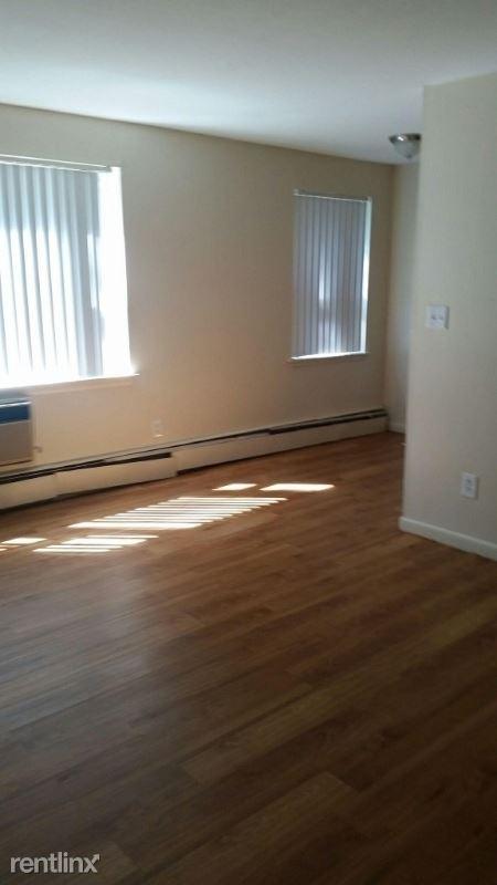 109 Adelaide Street, Hartford, CT - 800 USD/ month