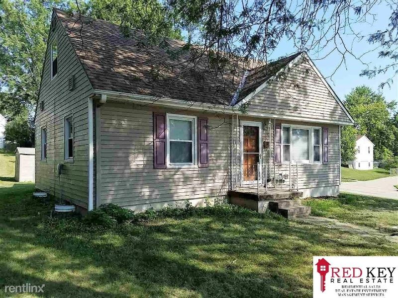 3513 S 122nd St - 1650USD / month