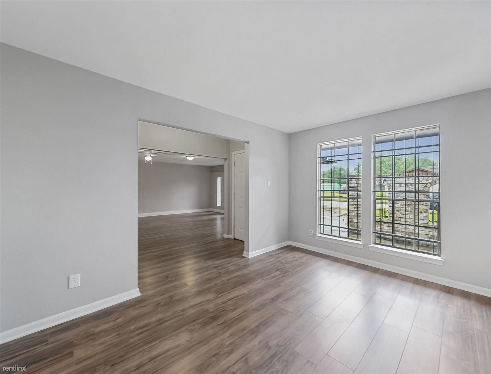 5618 Briarwick Ln, Houston, TX - 1,350 USD/ month
