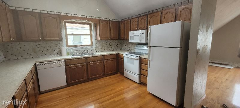 8 Hastings St 3 - 1750USD / month