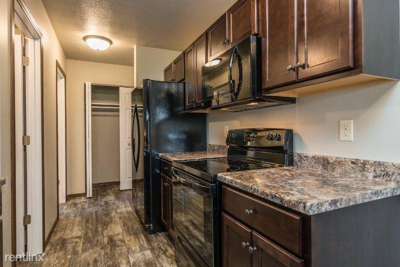 293 Tigerway CT, Harrisburg, SD - 1,595 USD/ month