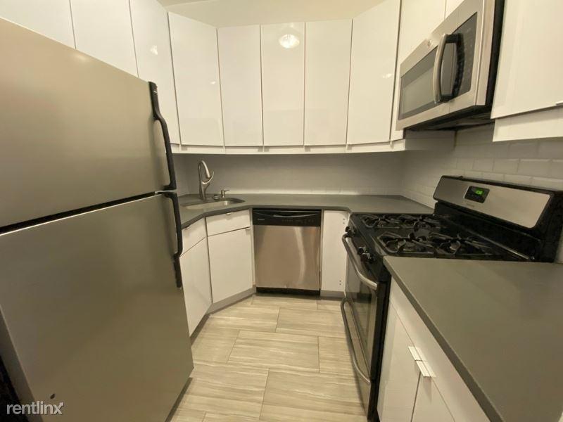340 E 51 St, New York, NY - 3,895 USD/ month