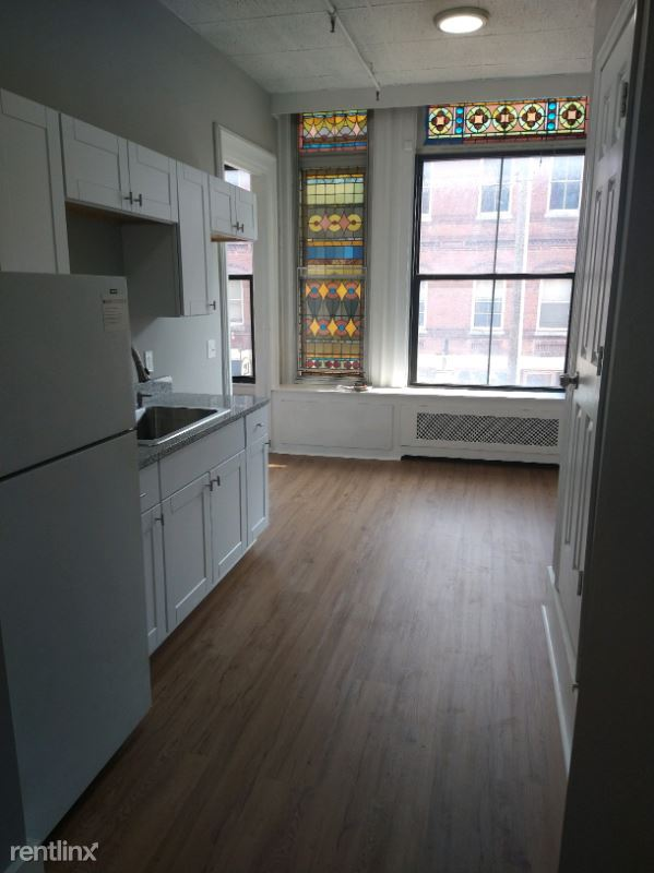 3 central Sq. 207, Keene, NH - 1,235 USD/ month