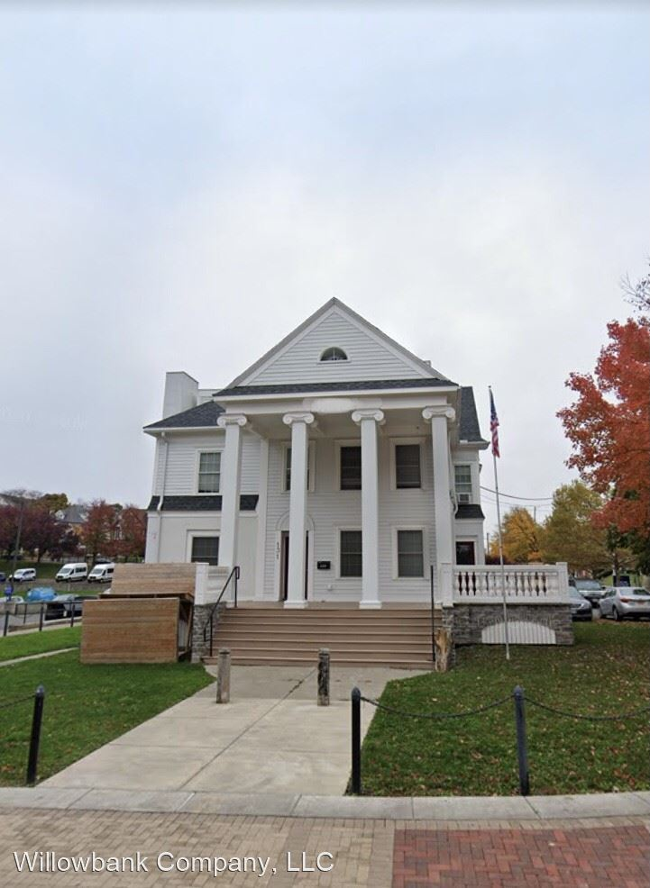 131 College Place, Syracuse, NY - 1,100 USD/ month