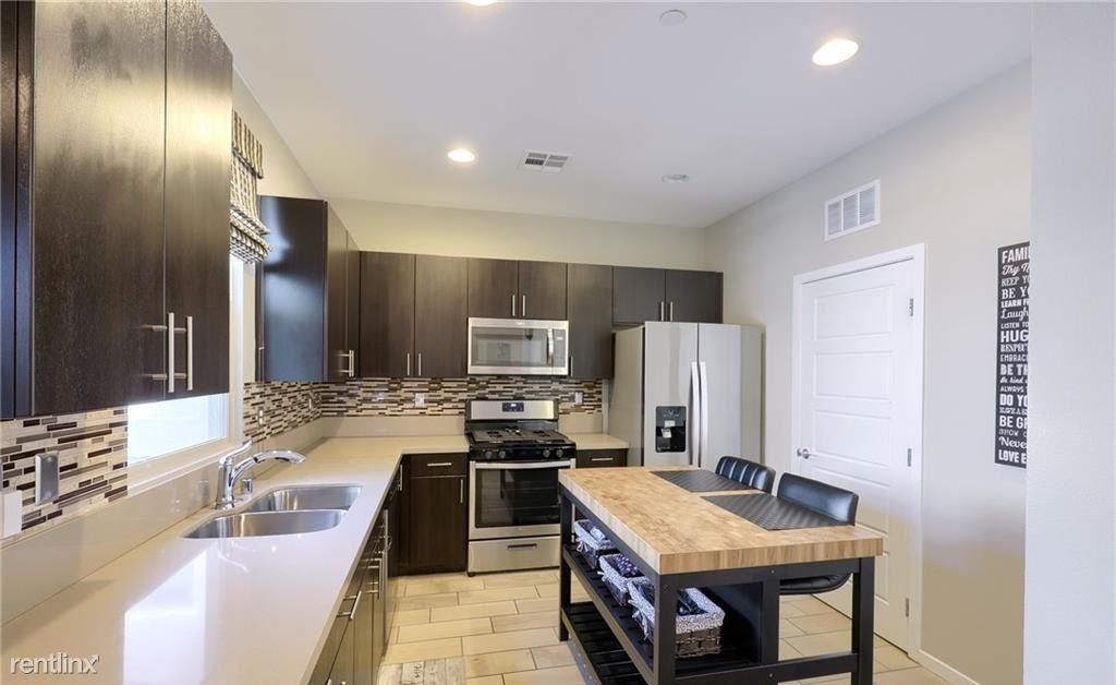 11290 Hidden Peak Ave, Las Vegas, NV - 985 USD/ month