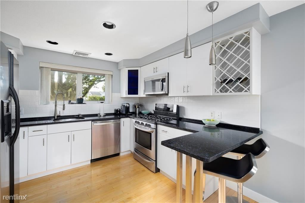 15 Time St, North Providence, RI - 900 USD/ month