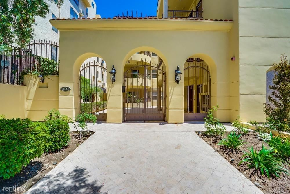 1522 Amherst Ave Apt 402, Los Angeles, CA - 4,600 USD/ month