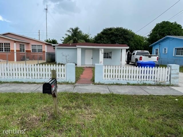 4012 SW 18th St, West Park, FL - 2,500 USD/ month