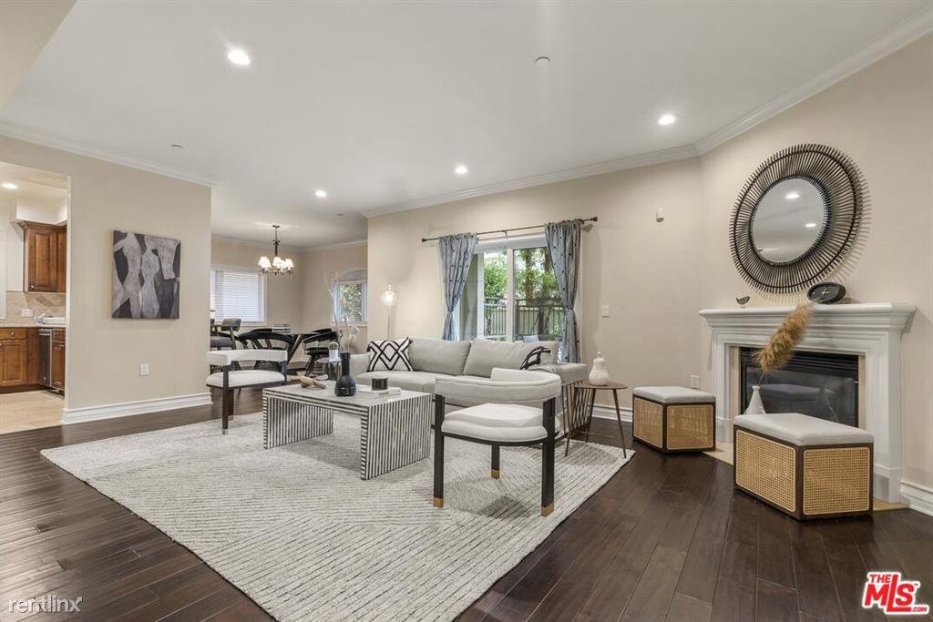 2347 Fox Hills Dr Apt 101, Los Angeles, CA - 3,700 USD/ month