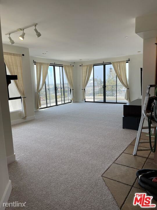 1310 Armacost Ave Apt 303, Los Angeles, CA - 4,900 USD/ month