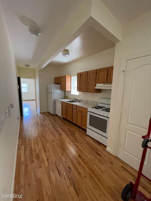 6917 Ditmars Blvd, Astoria, NY - 1,800 USD/ month