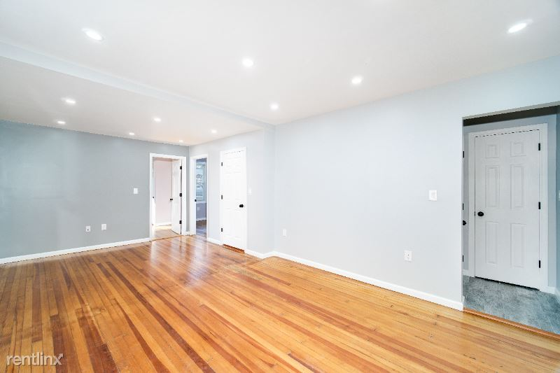 6915 58TH Road, Maspeth, NY - 2,650 USD/ month