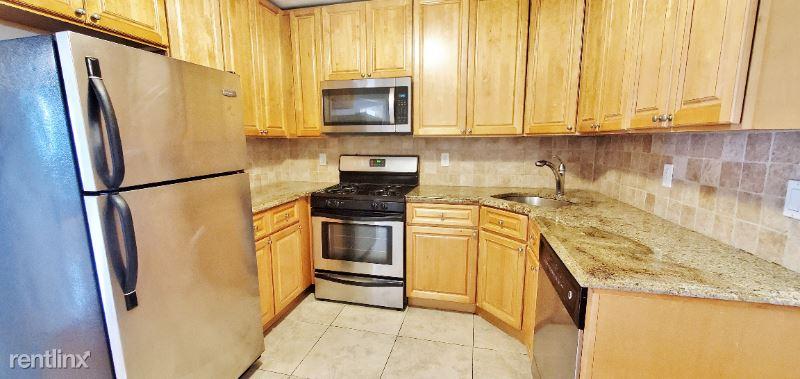 2421 43rd St 3F, Astoria, NY - 2,645 USD/ month