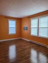 275 Neck St, Weymouth, MA - 1,800 USD/ month