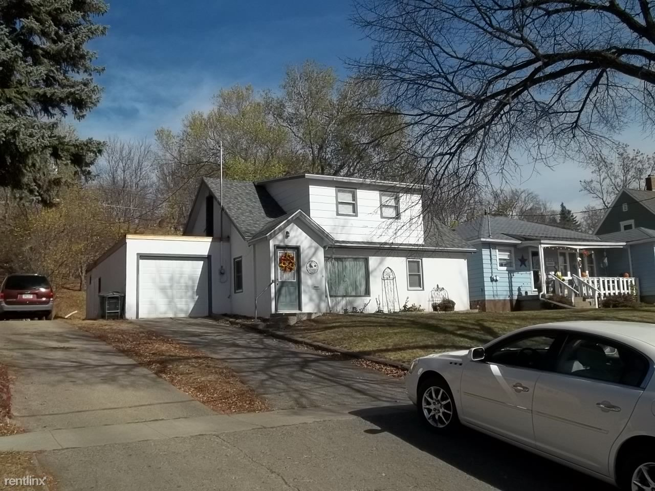 619 5th St NE, Jamestown, ND - 835 USD/ month
