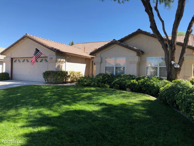 5213 Elm Grove Dr, Las Vegas, NV - 2,200 USD/ month