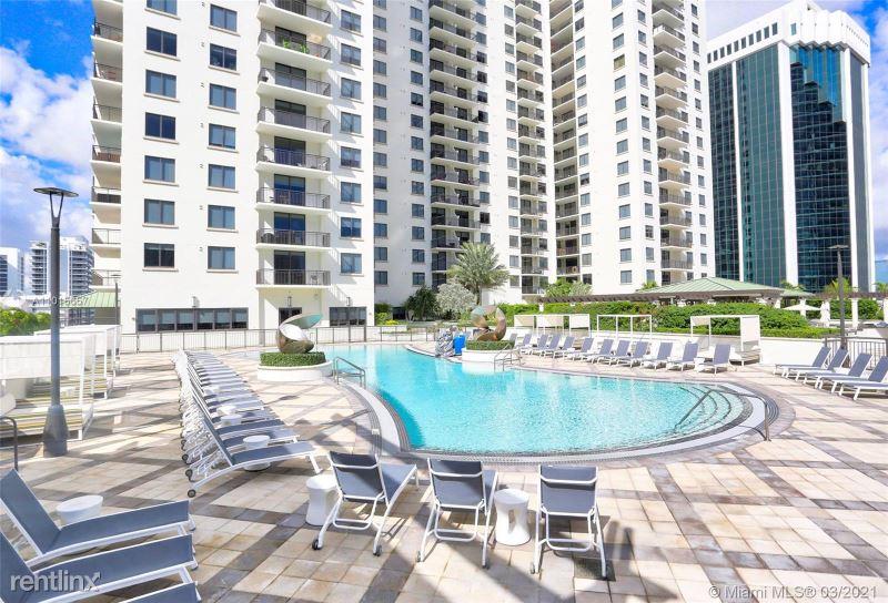 999 SW 1st Ave, Miami, FL - 3,200 USD/ month