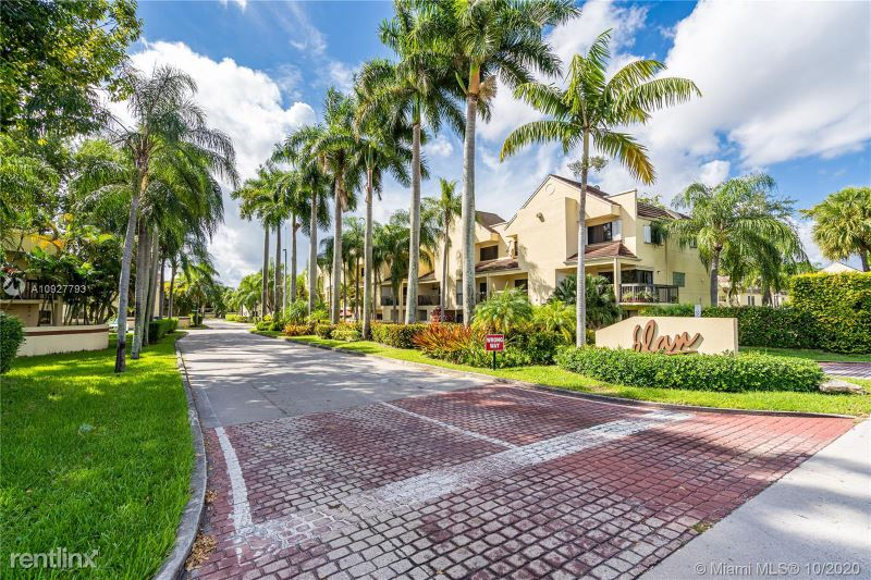 13048 SW 88th Ter S, Miami, FL - 2,300 USD/ month
