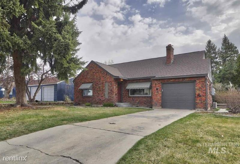 104 S. Olive St., Nampa, ID - 1,800 USD/ month