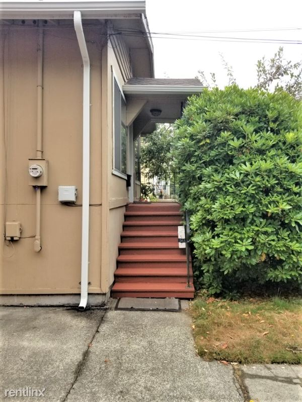 536 N 73rd St, Seattle, WA - 2,350 USD/ month