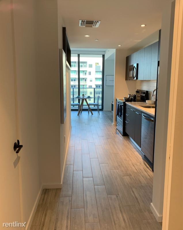 301 SW 1st Ave - 2171USD / month