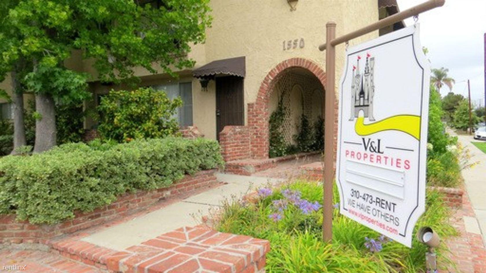 1550 Centinela Avenue, Los Angeles, CA - 1,895 USD/ month