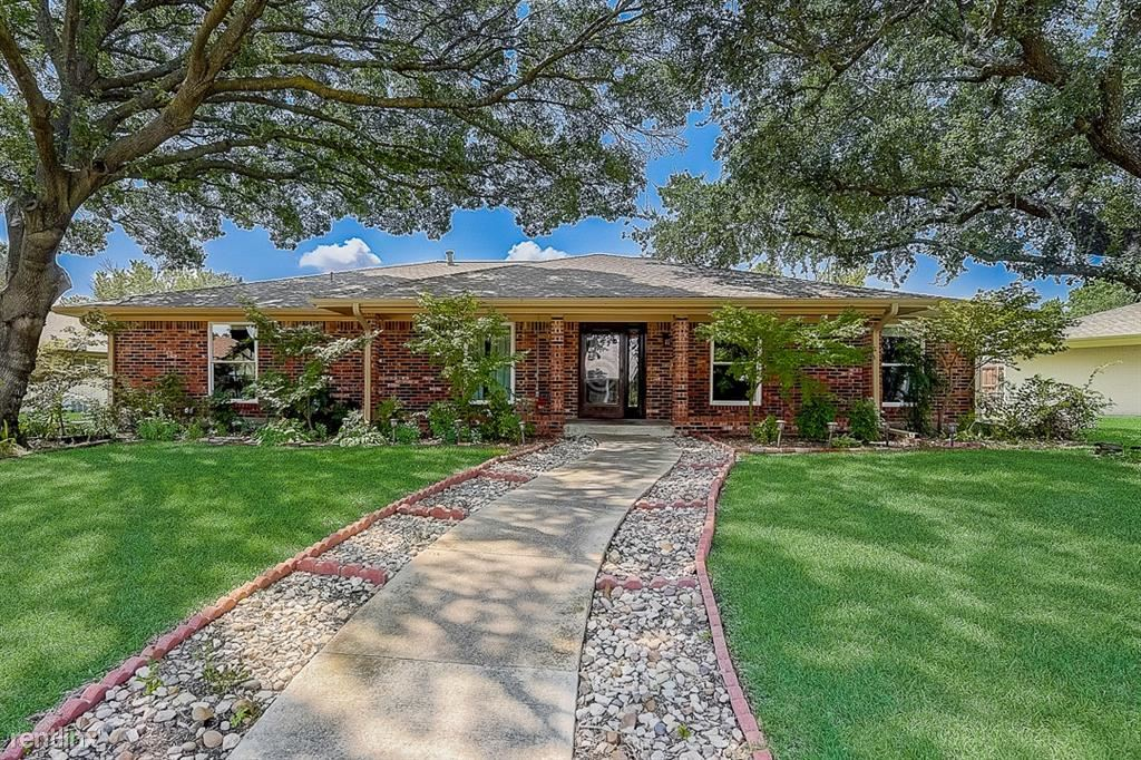 1813 Greenway Drive, Plano, TX - 2,970 USD/ month
