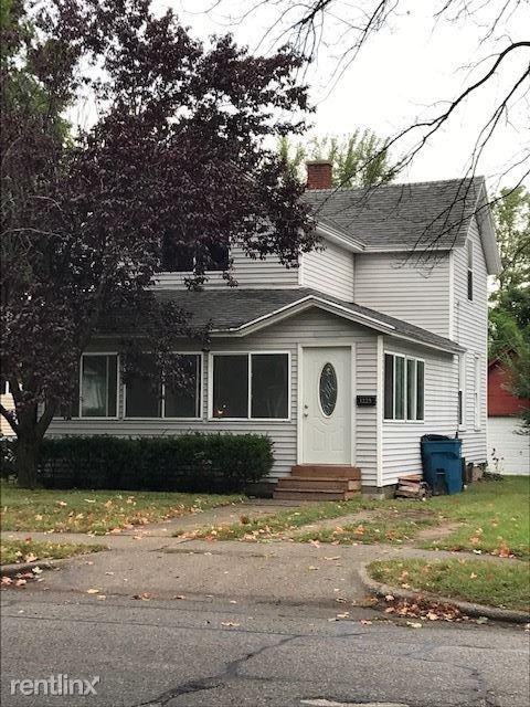 1229 Washington Ave Apt 1, Grand Haven, MI - 1,350 USD/ month