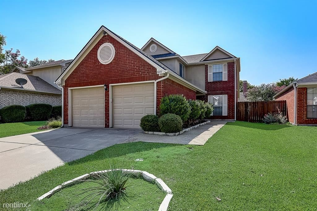 6909 Tudor Drive, Plano, TX - 2,700 USD/ month