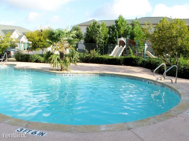 4611 E Houston St, San Antonio, TX - 1,035 USD/ month