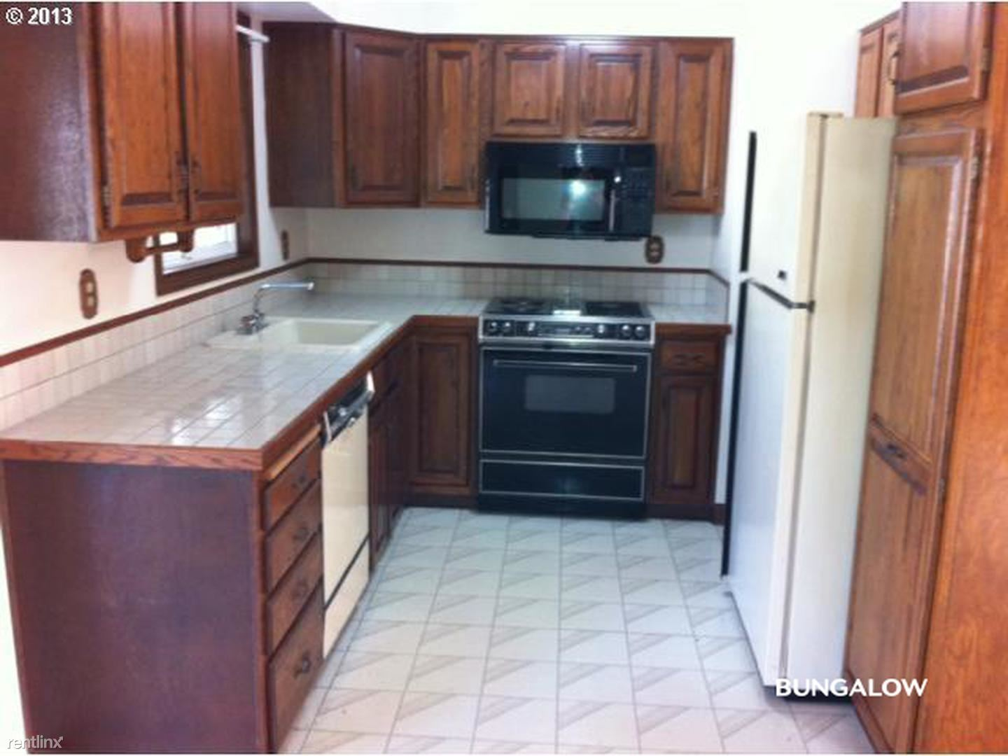 17839 SE Clay St, Portland, OR - 600 USD/ month