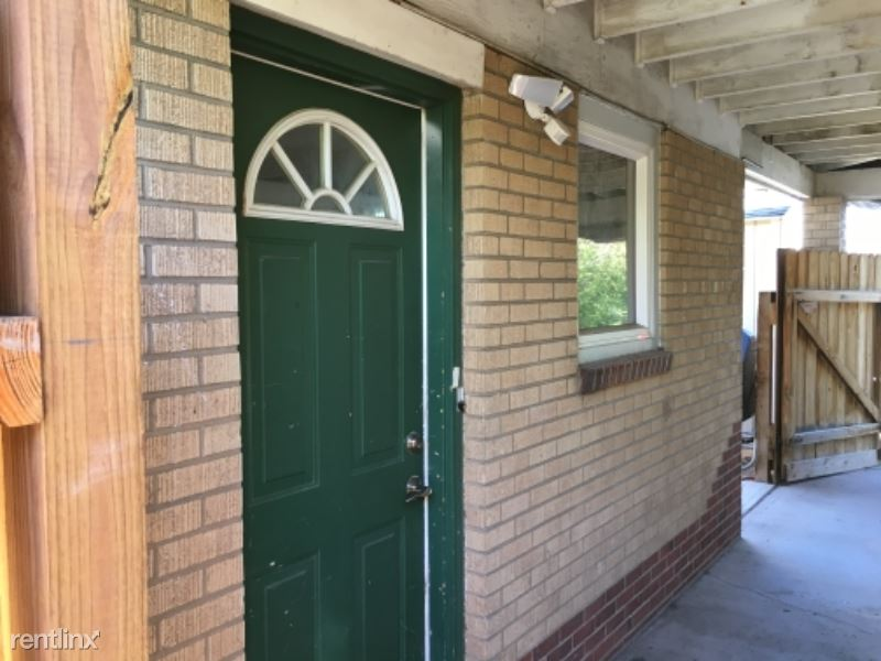 1209 B Harney St. - 1300USD / month