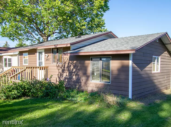 202 12th St NW, Watertown, SD - 900 USD/ month