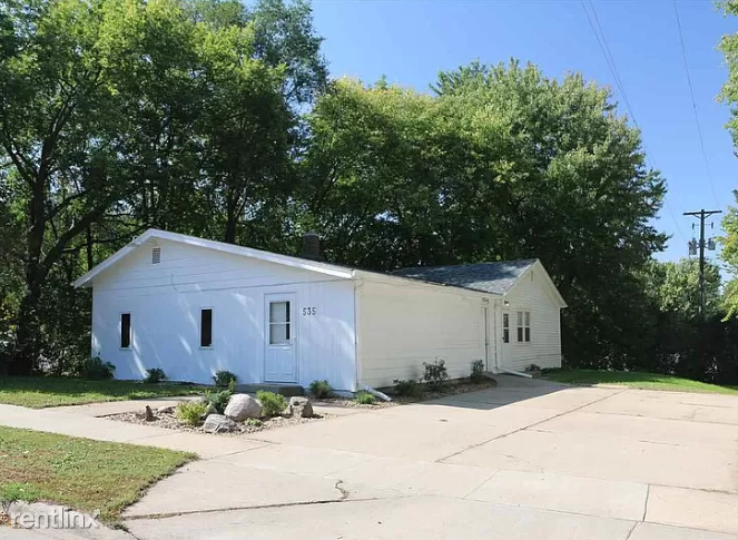 535 S Summit Ave, Sioux Falls, SD - 950 USD/ month