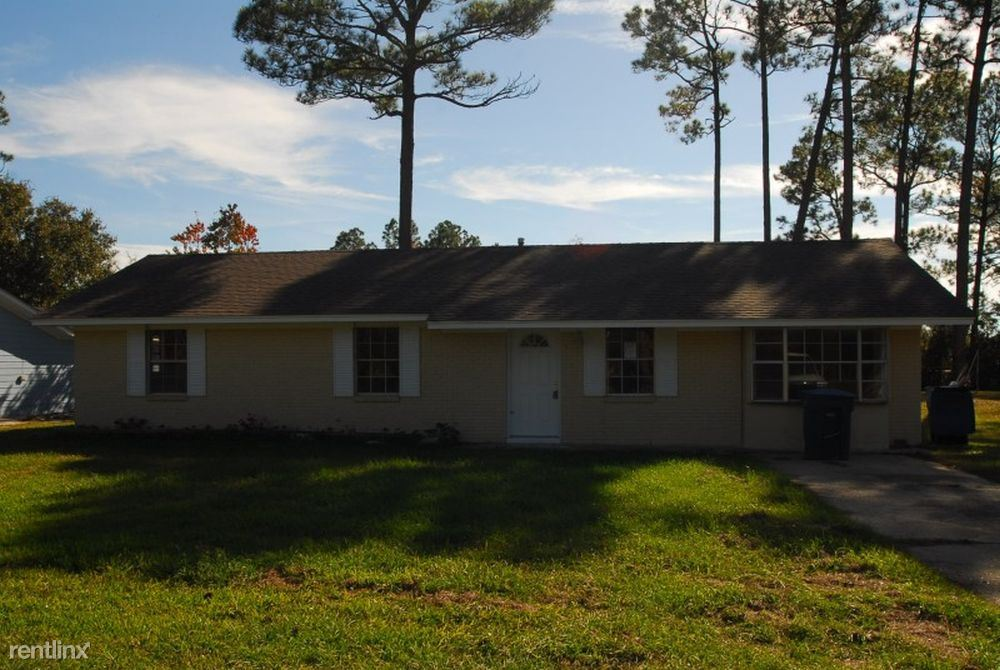 4604 Old Fort Bayou Rd, Ocean Springs, MS - 995 USD/ month