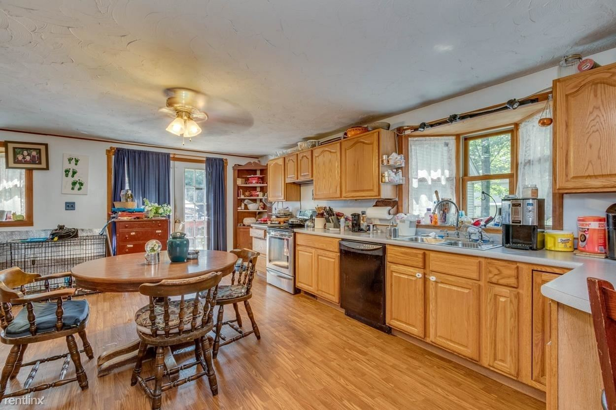35 Heights Rd, Concord, NH - 996 USD/ month