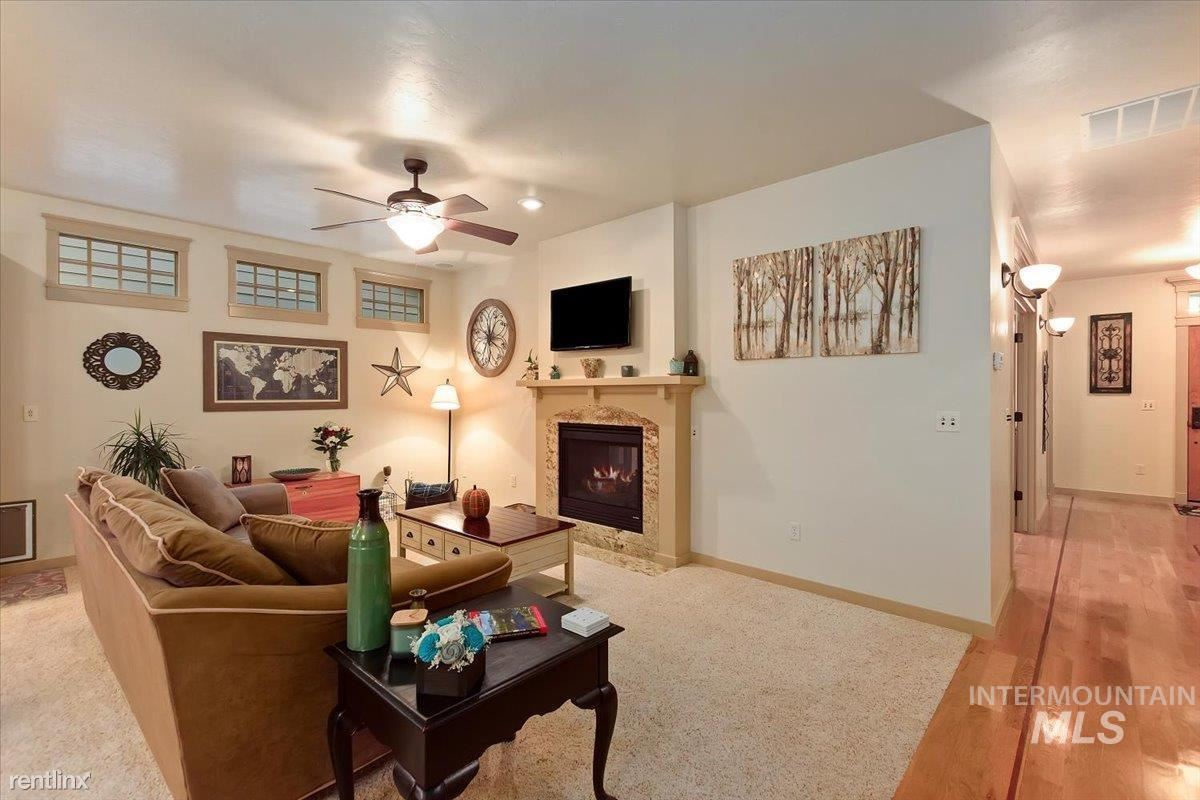 748 W Claire Dr, Meridian, ID - 996 USD/ month