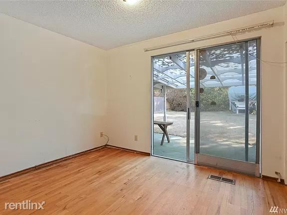 13726 Densmore Ave N, Seattle, WA - 1,000 USD/ month