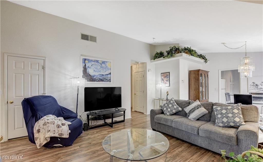 5425 Comchec Way, Las Vegas, NV - 990 USD/ month