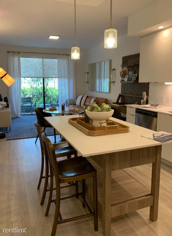 420 NW 27th Ave - 1955USD / month